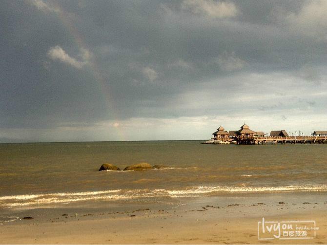 海边彩虹图片