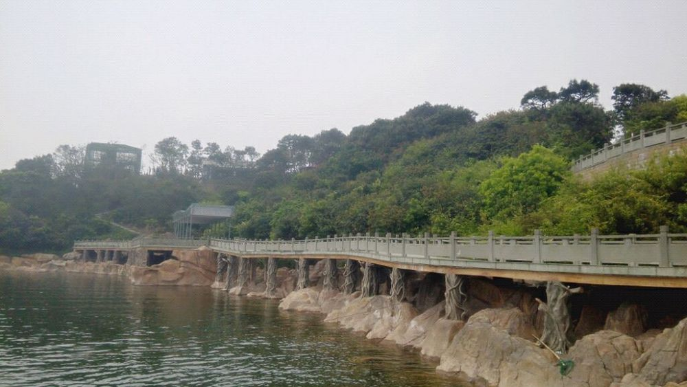 镇海九龙湖风景区是宁波市十佳新景之一
