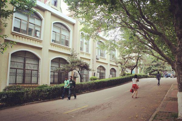 中国海洋大学的鱼山校区图片图片