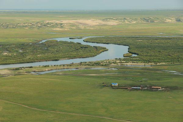 蜿蜒的河流图片