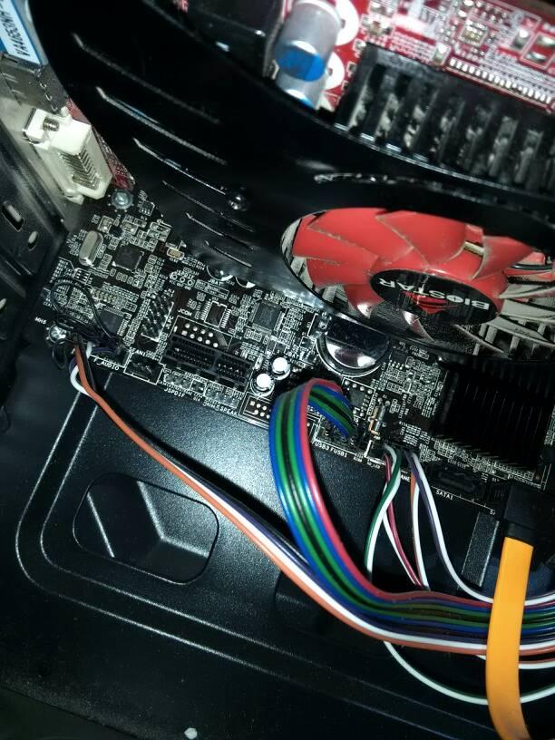 主板上的纽扣电池怎么卸下来