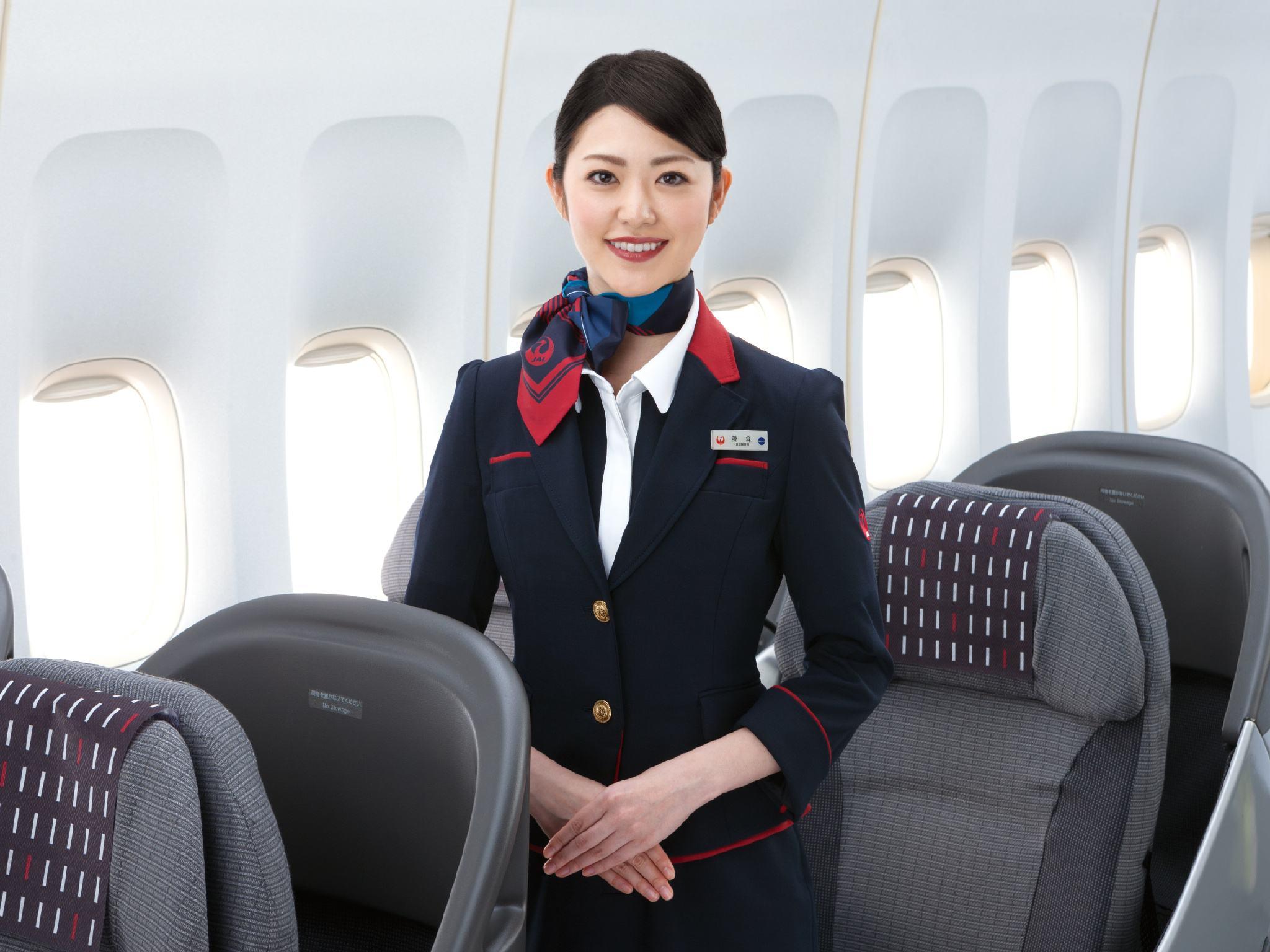 做空姐要求容貌较好,五官端正,身体健康;身高:164-172cm;身材匀称