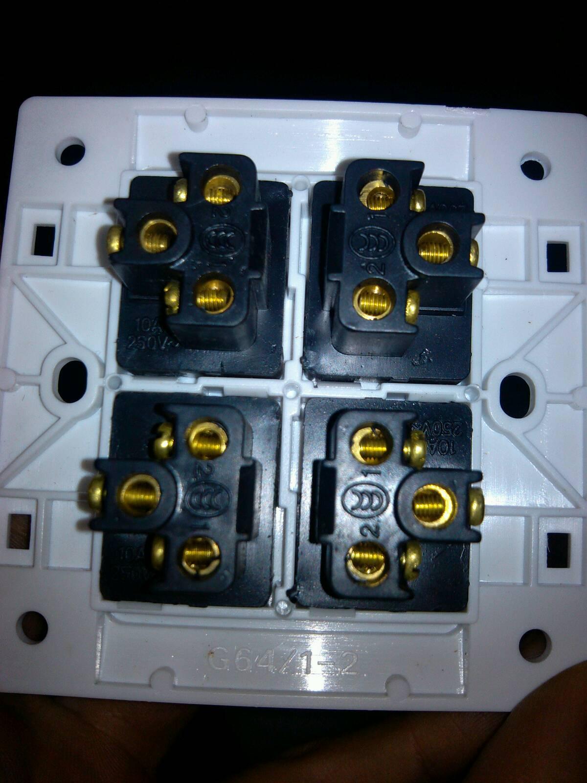 四个开关分别控制四个不同的电灯,麻烦给个接线图说明