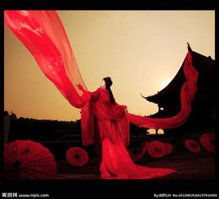 求古装红衣女子跳舞的背影?