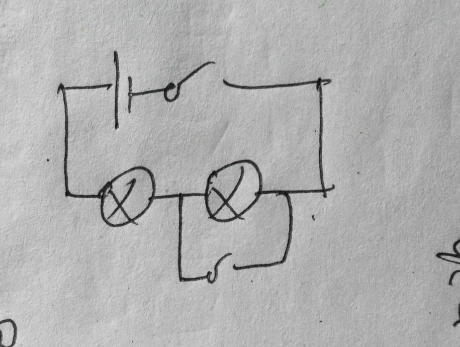 设计电路图,连接实物图:有两个开关,两盏灯,一个电源.