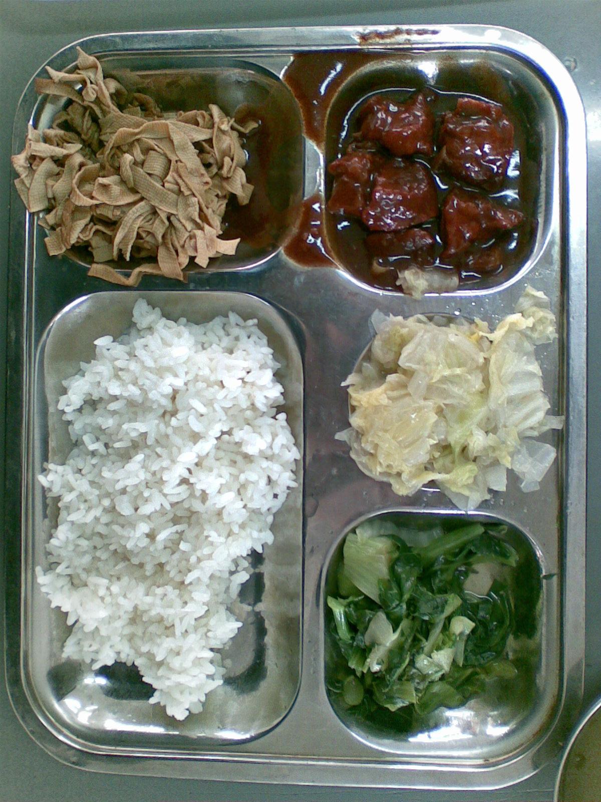学校食堂推行一料多菜一菜多味