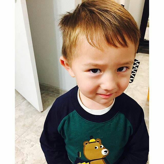 这个可爱的小男孩是谁?_百度知道