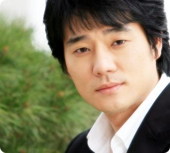 韩星李太坤的眼神好迷人,可以用什么词语去形容?