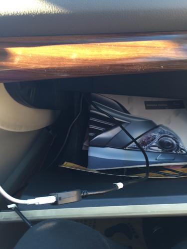 尼桑天籁,这是车内自带usb插口,算是车充吗?怎么打开