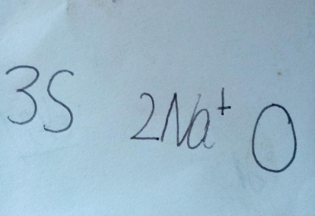 用化学符号表示:三个硫原子 两个钠离子 氧原子的结构