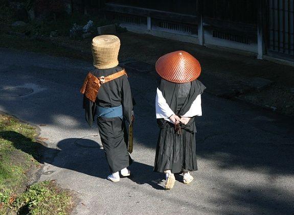 霸和尚图片_图片上日本和尚头上戴的是什么东西?