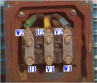 多数电机有六个接线柱,有的也有三个接线柱,有三个接线柱为星形接法.