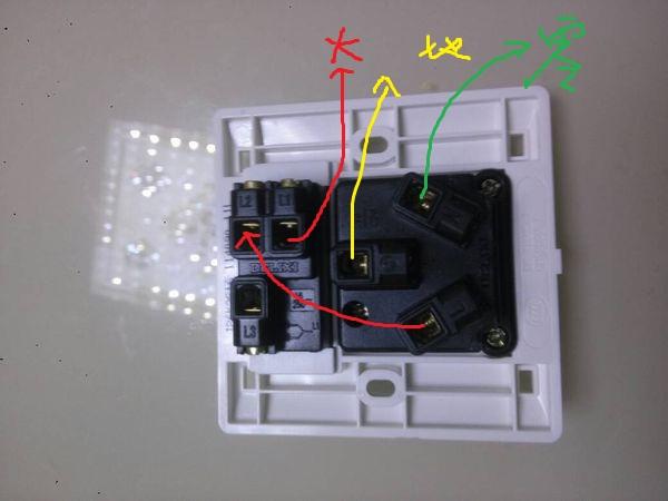 德力西一开三孔 用开关控制插座 求接线图