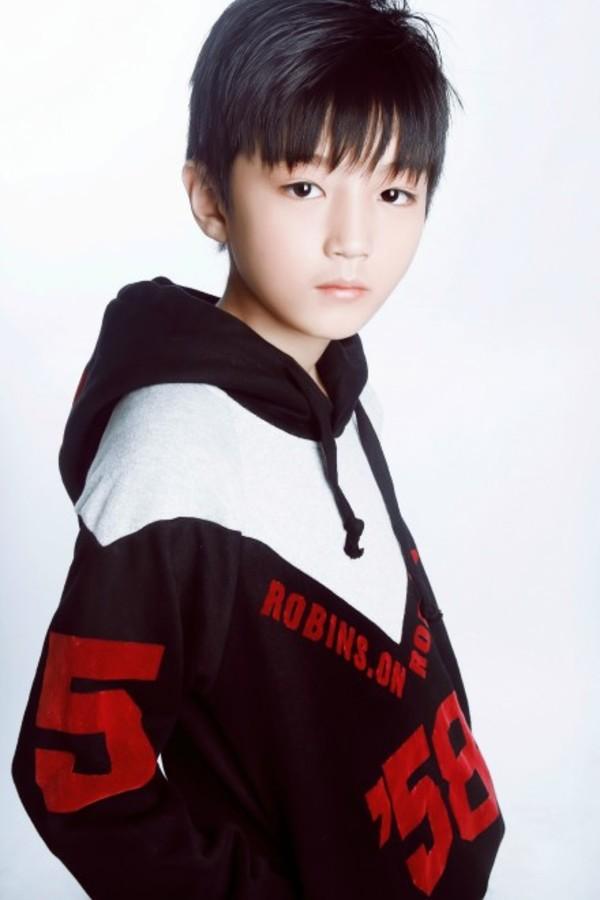 谁有王俊凯小时候的照片?有多少发多少