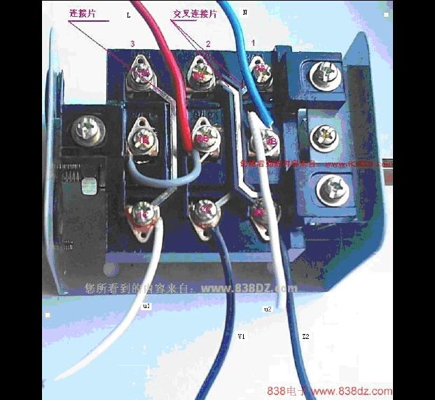 两相电机三根线,两个电容两根线,倒顺开关里出来五根线怎么接啊