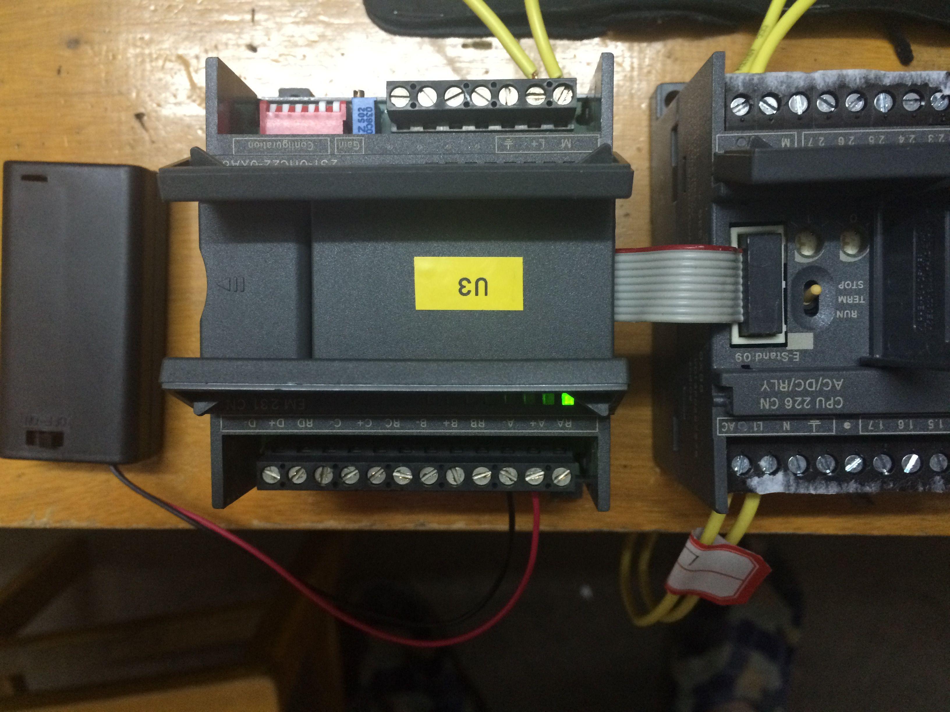 用西门子200plc和em231cn的模拟量模块测量3v左右的电池电压,怎么接线
