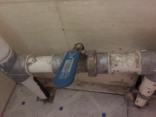 这是家里的水阀开关,请问容易更换吗?需要什么工具?图片