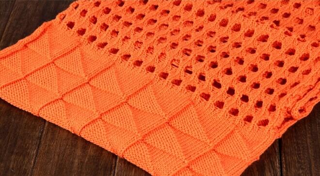 求图片中围巾的织法(针法和图解) 谢谢 三角方块和有洞部分两种花样
