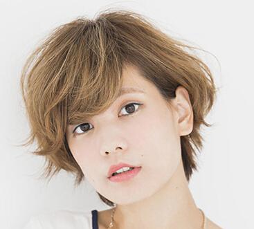 头发很少很细很软的圆脸女人适合什么发型?短发可以吗图片