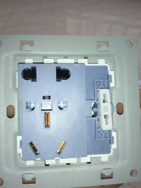 双控开关带插座的接线图,插了忘了怎么接了,哪位大神帮个忙啊
