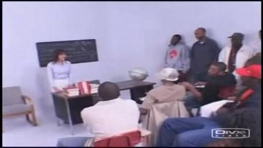 很早的一部片子,黑人中出女教师的. 有图