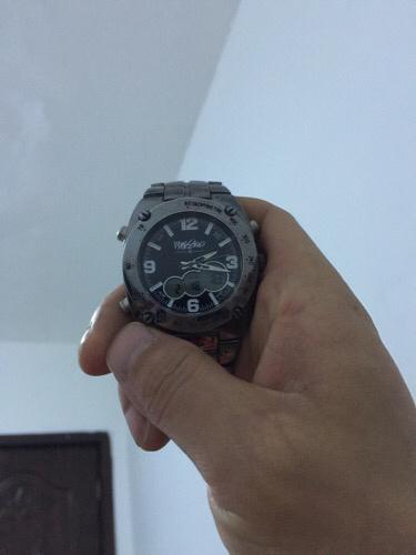 美女阴��f�k�^iN[�K��K�>���i��K��[_w开头的是什么手表,中后位置有个字母i,字迹潦草看不懂我的这款是电子
