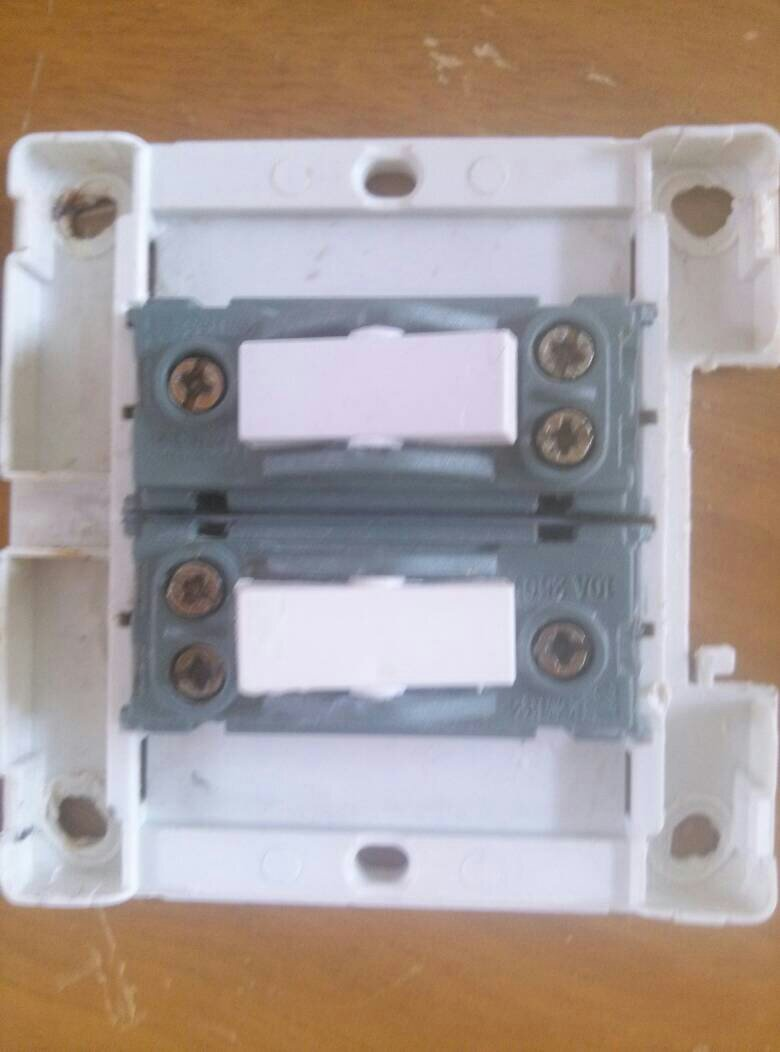 这种开关控两灯怎么接线?一个是楼梯灯一个是过道灯怎么接?