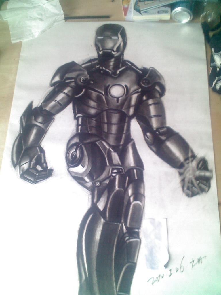 谁有钢铁侠的素描像,很大的图片,我想临摹,谢谢