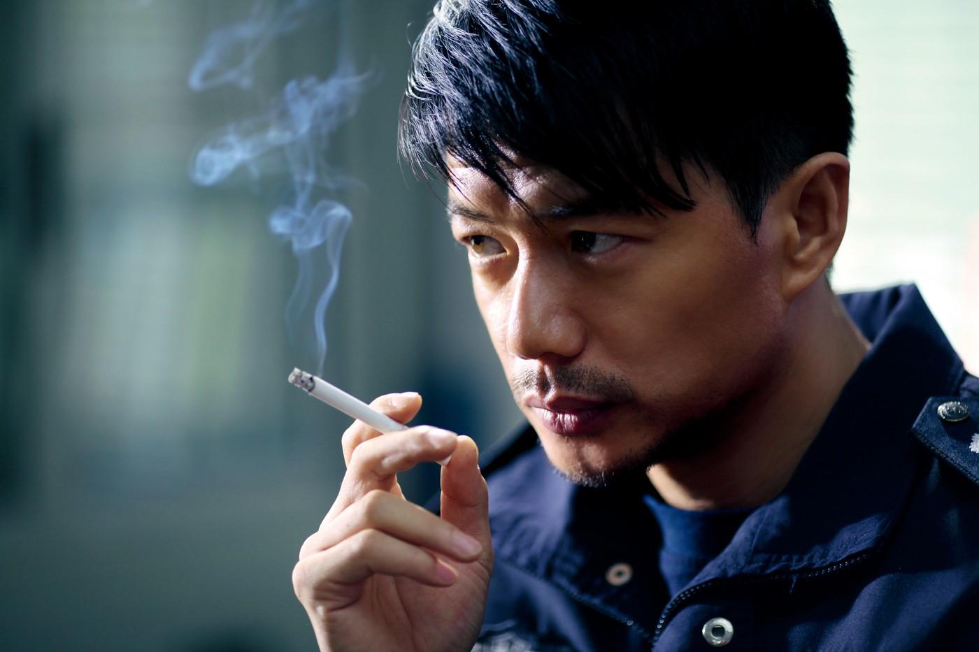 2006年,因出演电视剧《大全突击》中的袁朗士兵而成名.魏翔的电视剧一角图片