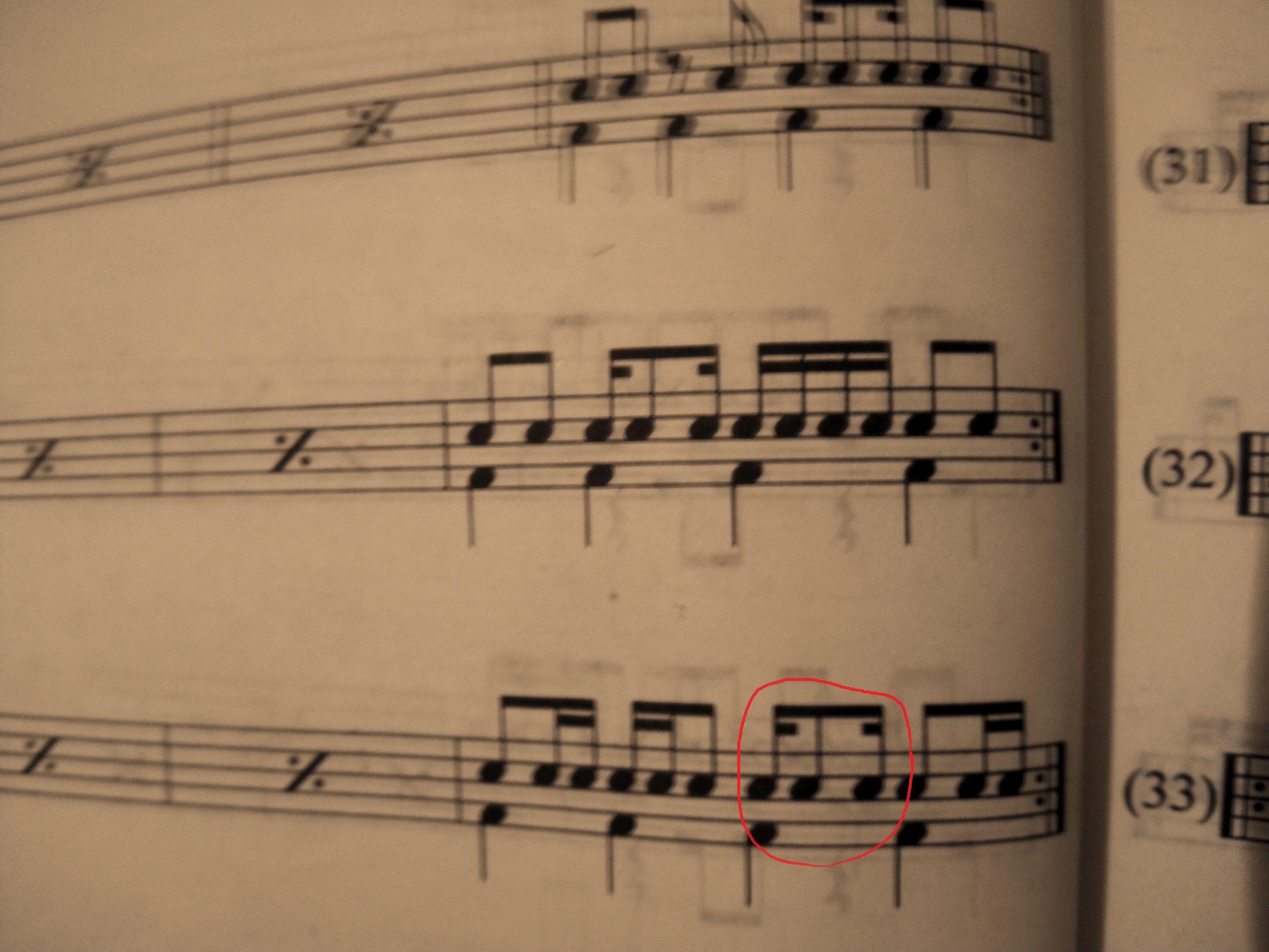 那最后一个(也就是红圈里第三个16分的)音符后面停1/4拍吗?