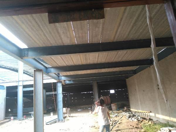 你好~ 面积长15*宽7的面积造两层房子,地基为圈梁~ 钢结构做柱子