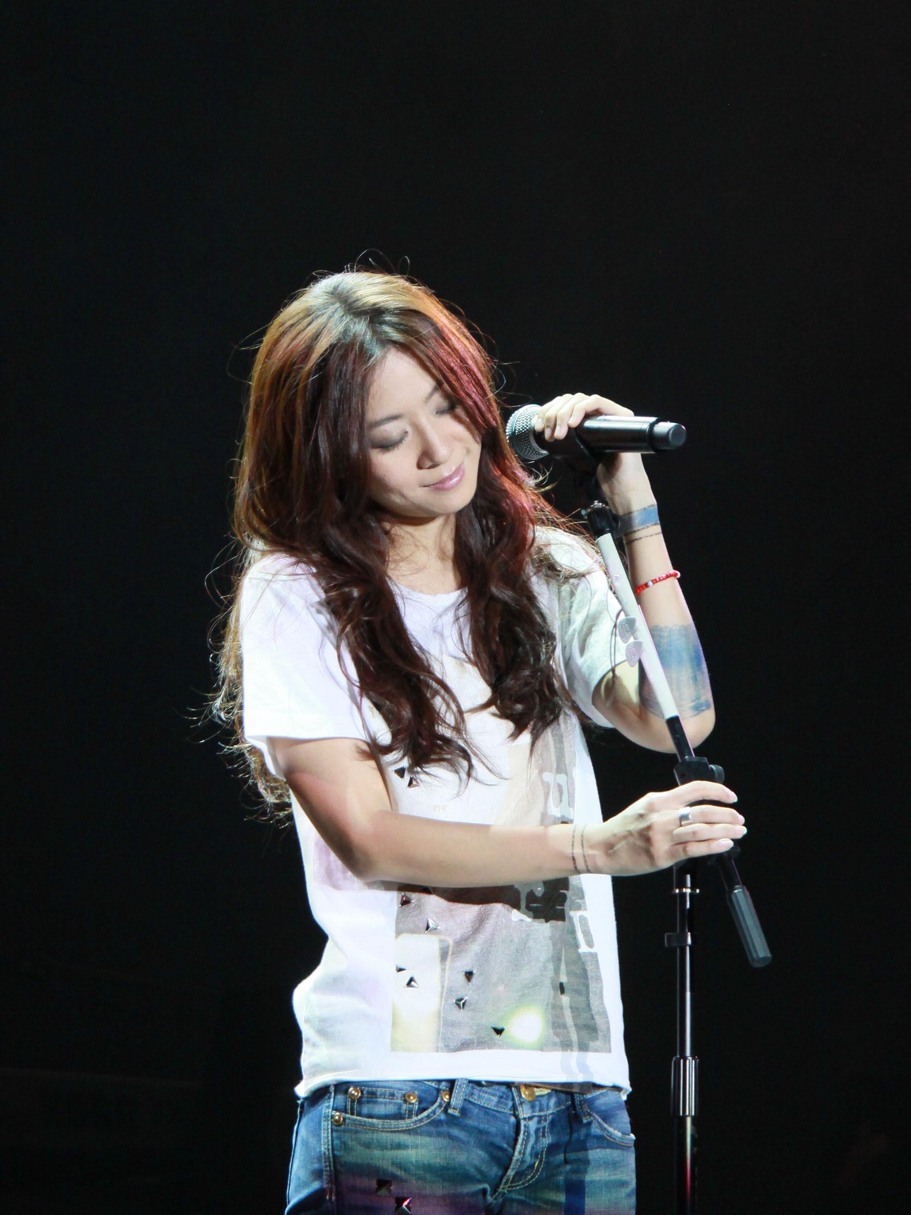 陈绮贞专辑_对于歌手陈绮贞,你们是如何评价她?