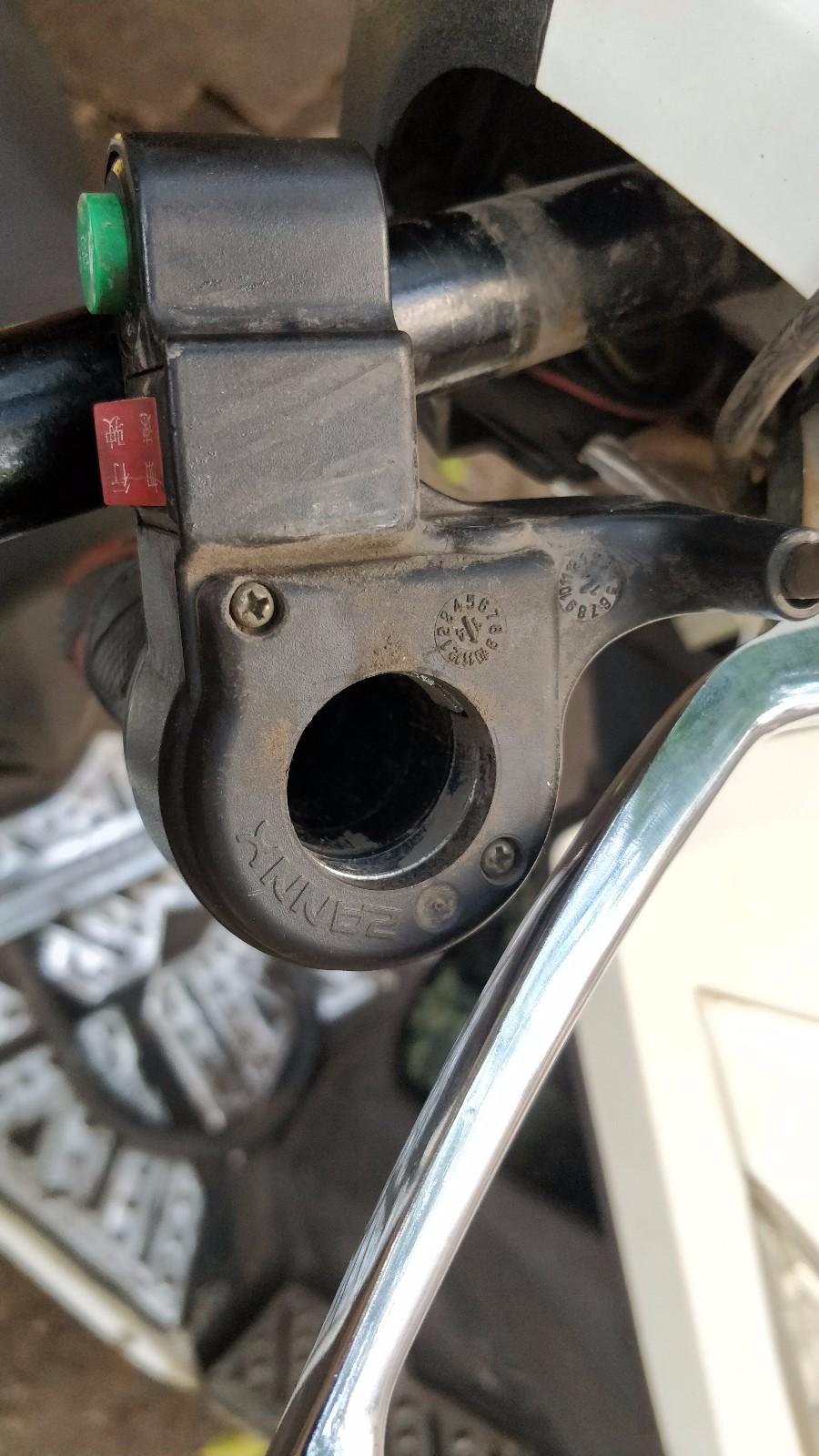 电动车油门把手怎样拆