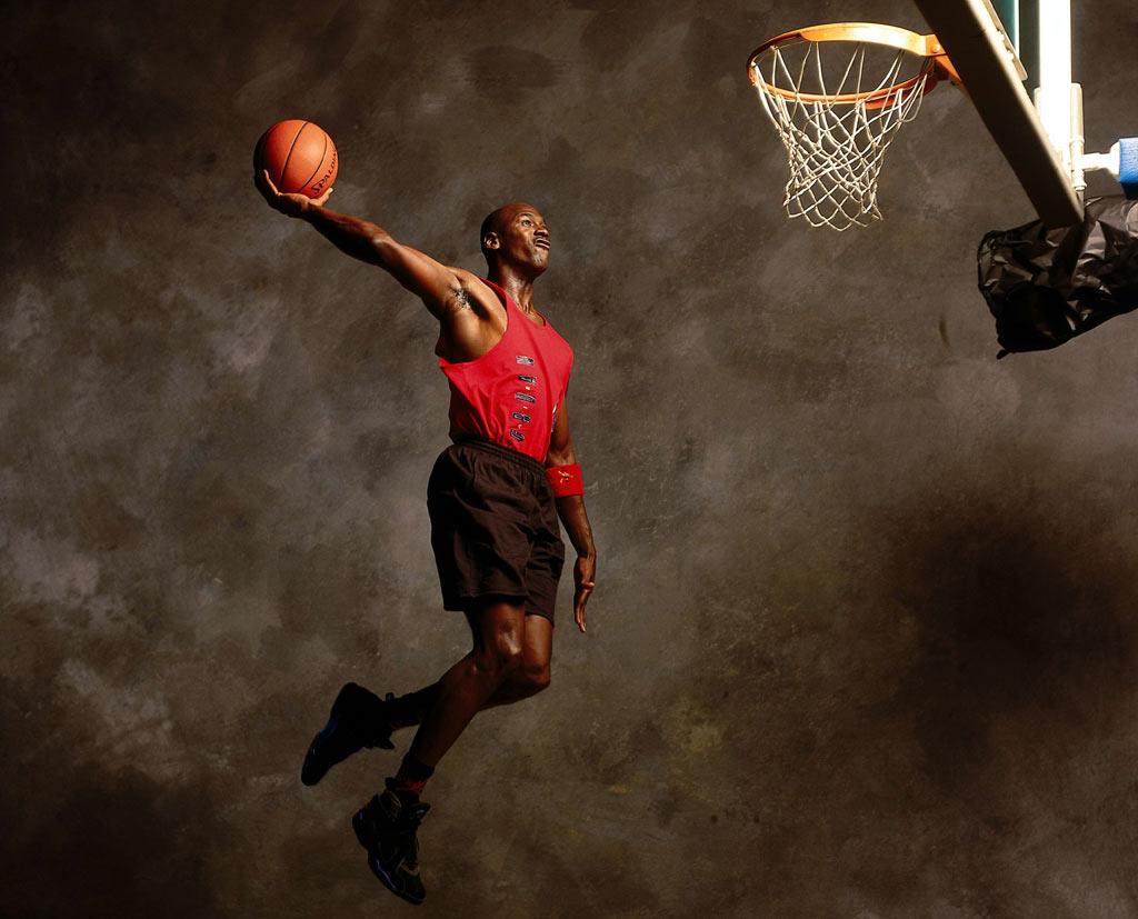 拿几张篮球之神乔丹的高清图,不要太大.qq头像用.(最好有他扣篮的!