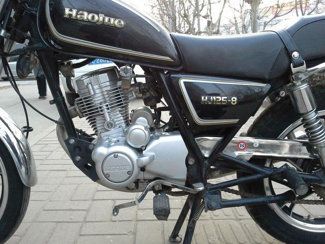 求几张豪爵125-8摩托车图片