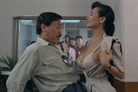 黑人大奶性交电影_周星驰电影师兄撞鬼的大奶警司是谁