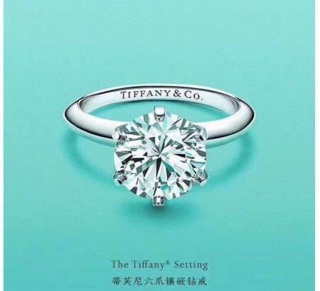网友在仔细翻看张馨予微博之后,发现了男方求婚的戒指.图片