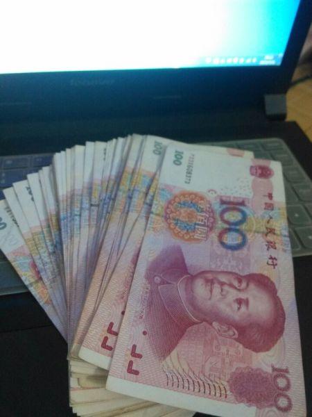 拍钱的照片_求晒钱图片,用手抓住的,图钱,真实拍的
