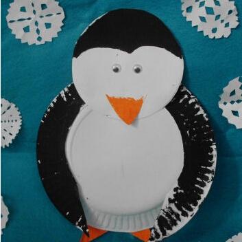 如何用一个一次性纸盘制作可爱的企鹅