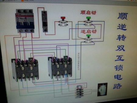 追答 这种开关需要交流接触器配合使用,才能实现电机正反转.