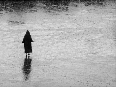 一个人经常会觉得孤独无助,找不到说话的人,心里好烦啊,怎么办?