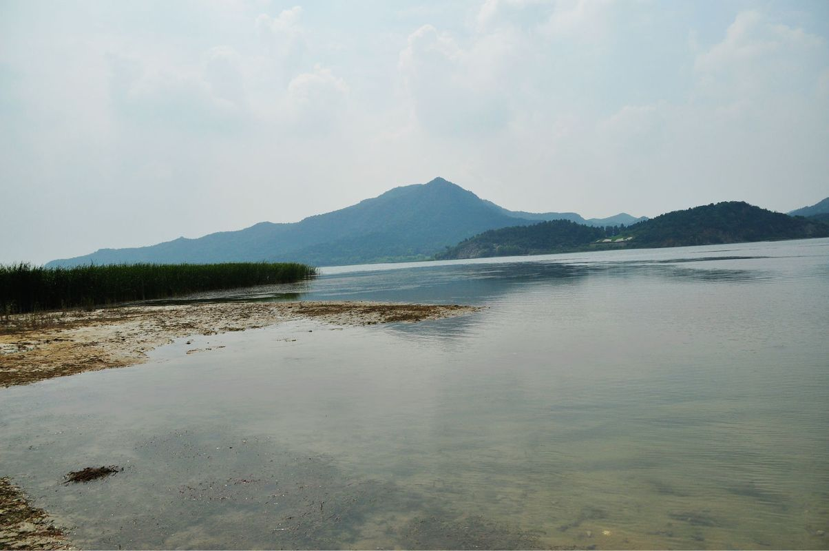 十三陵水库视野相当开阔图片