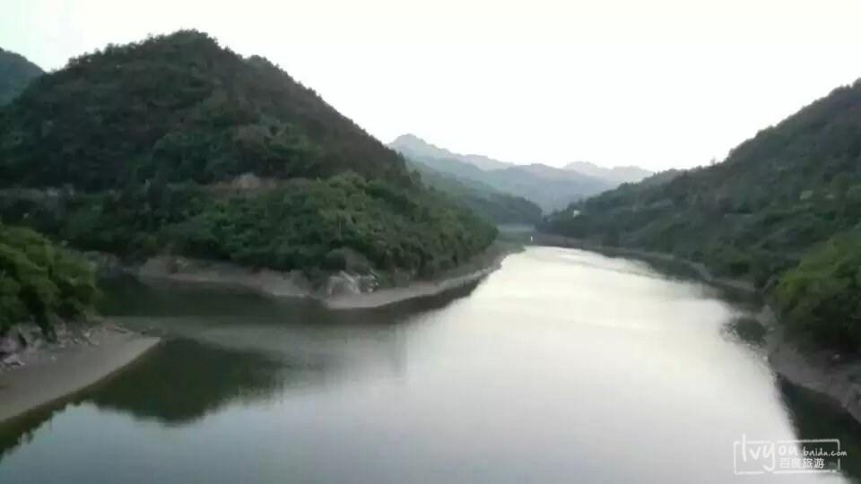(吉林-西藏-泰国)     昨夜夜宿神农架下房县农家院.