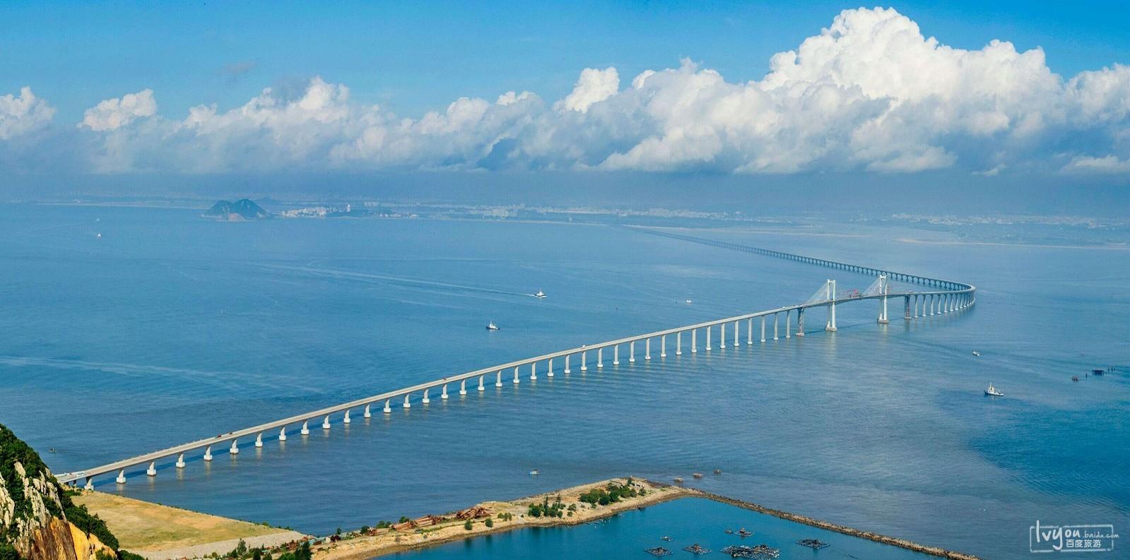 是一座连接汕头市澄海区和南澳县的跨海大桥.