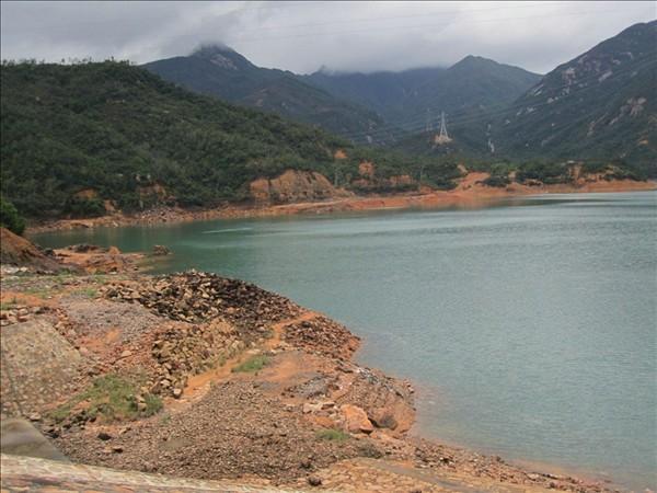 古兜山,黄土地上的清澈湖水