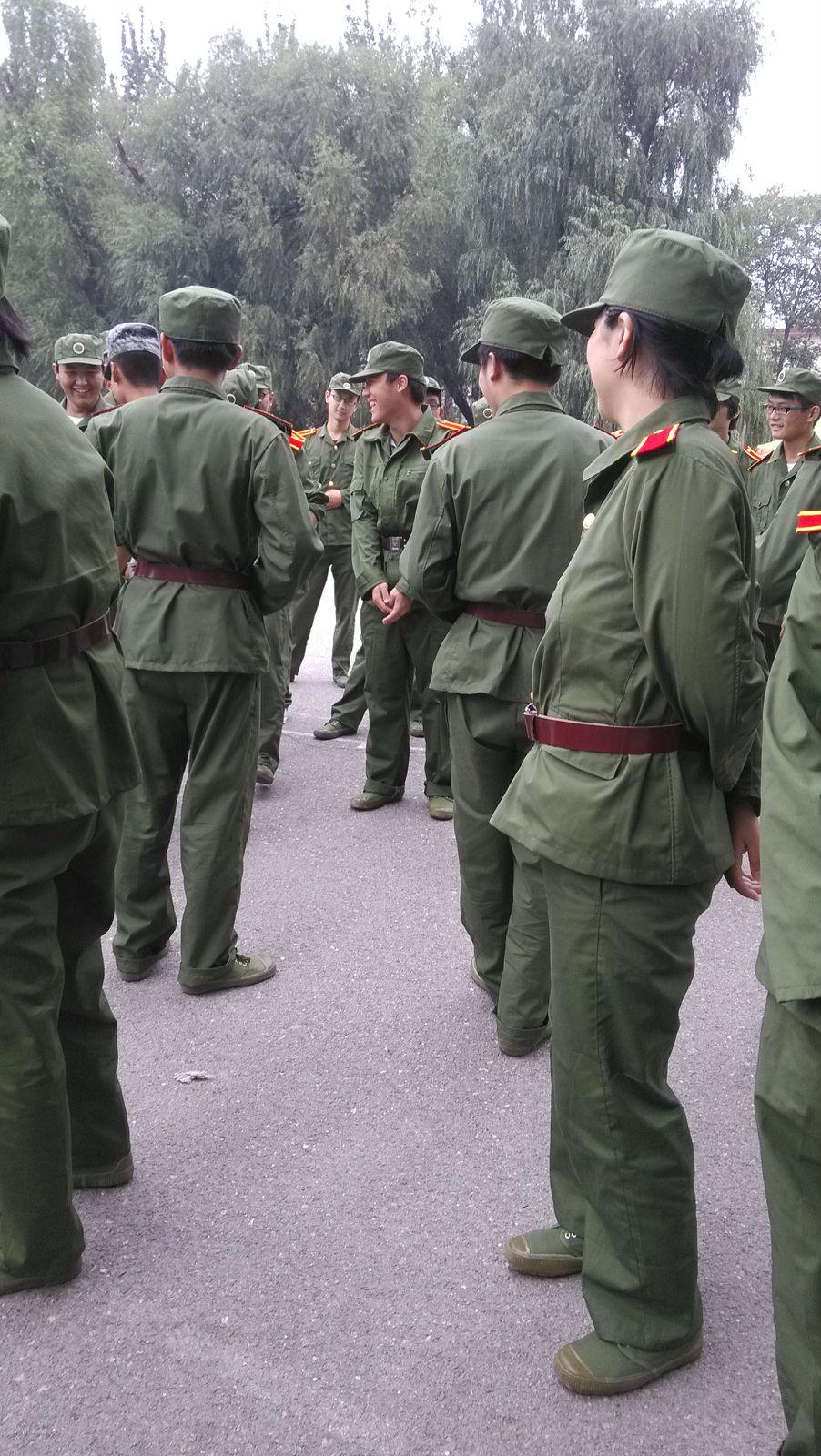 军训手绘宣传画中性笔