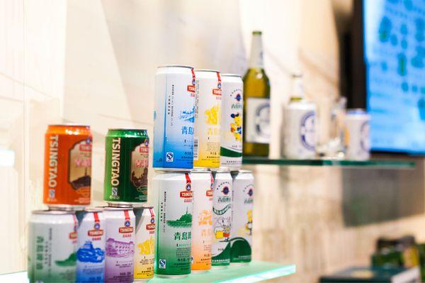 各种青岛啤酒的易拉罐图片