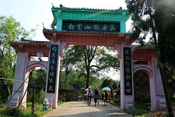 这处曾经的四川省级风景名胜区现在越来越冷清了,白云山毗邻蓬安县内
