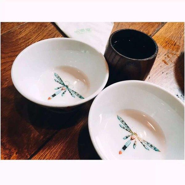 外婆家印象哹n�_外婆家的饭碗和茶杯,非常的有特色图片