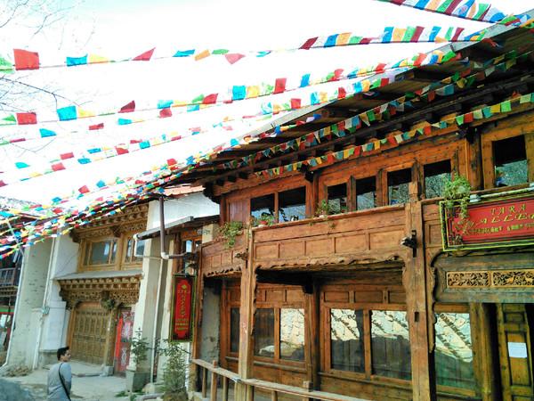 藏式风格的房屋图片图片